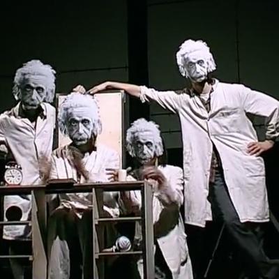 Einstein álmok – 2001
